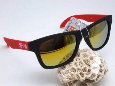 عینک آفتابی رنگ دسته قرمز
